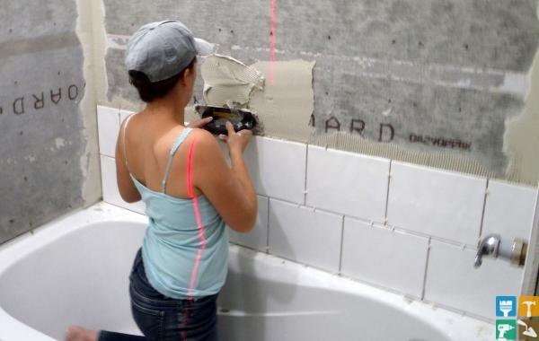 Как выложить плитку в ванной своими руками на полу видео