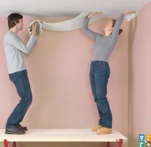 Поклейка стеклообоев на потолок